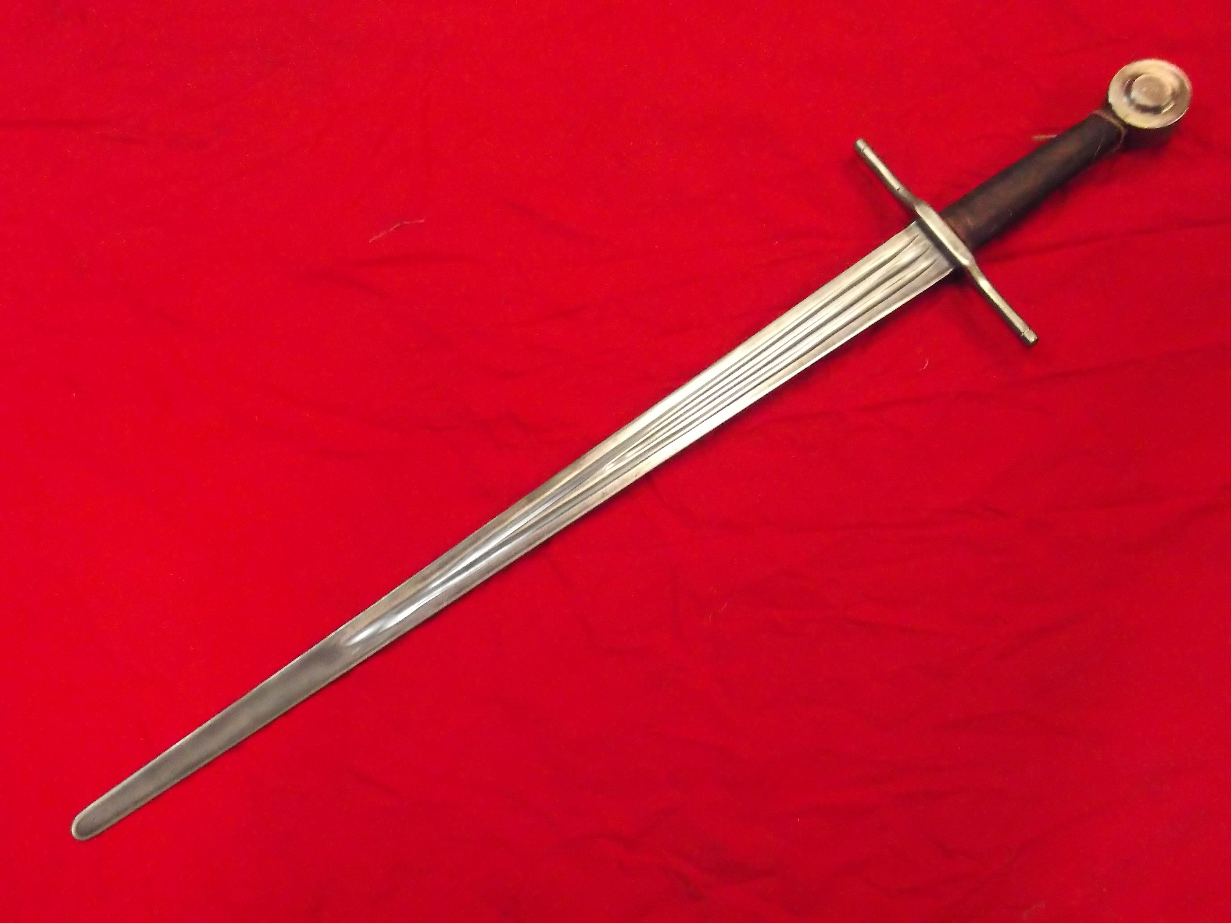 Medeltida svärd, M